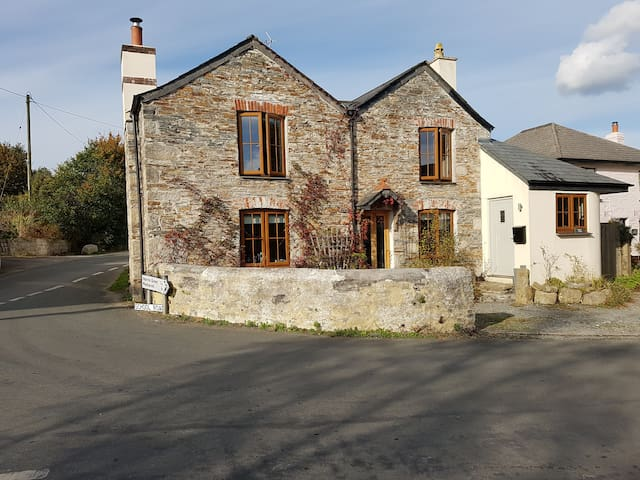 2 Double bedrooms in 17th Century Renovated House - Harrowbarrow - House
