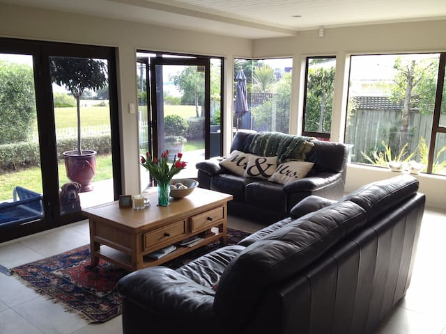 Perfect location for your Auckland stay - Auckland - House