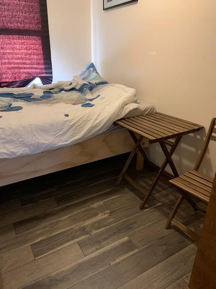 Convenient room in LIC