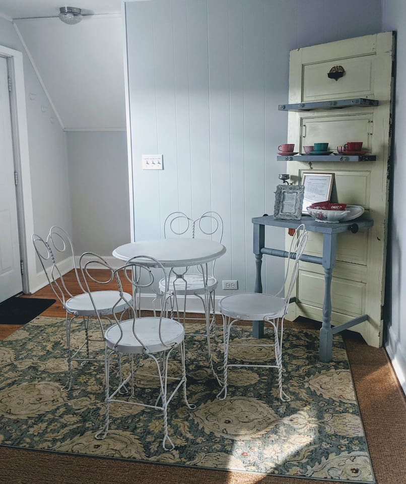 We have added new furniture to add to the vintage style! Full eating area where you can enjoy your morning coffee and meals. Snacks provided. We have added new furniture to add to the vintage style!