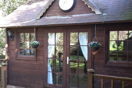 Rural retreat, accessible to London, own space