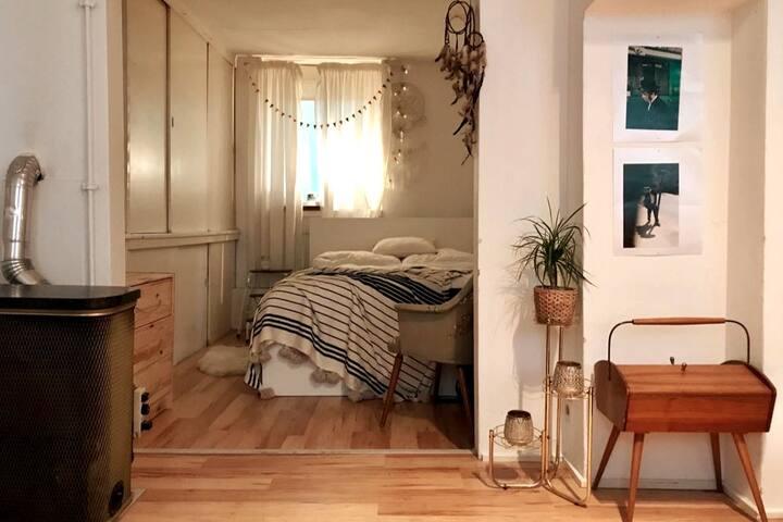 cozy studio perfectly located