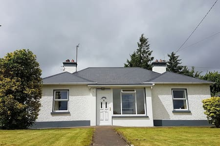 4 bed house-500m to town - Castlerea