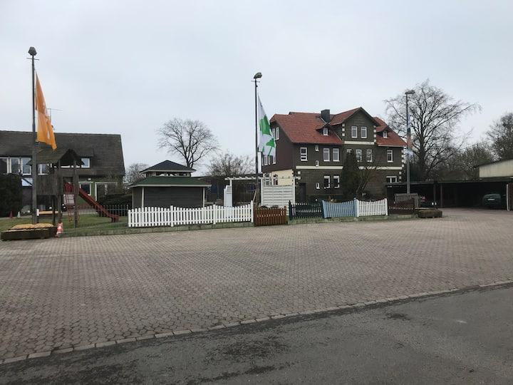FEWO im Weserbergland mit großen Hof u. Spielplatz