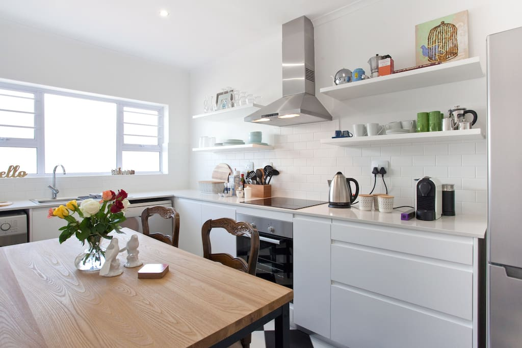 Enjoy cooking in the large separate kitchen of this airy and light apartment.