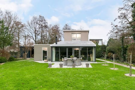 Luxury 5-person villa with a view of the Veerse Meer lake
