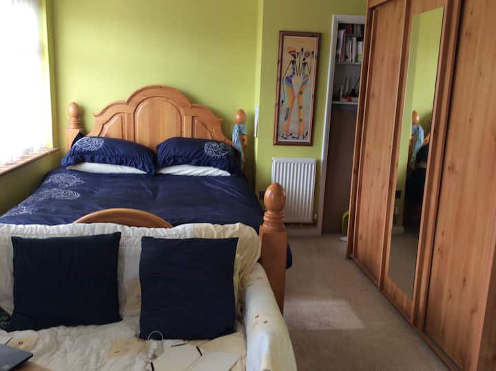 Homely double bedroom, clean and tidy 3 bed house
