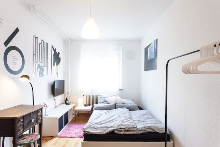 Nice Room for 2: Quiet, Clean, WiFi - Stuttgart - Appartement