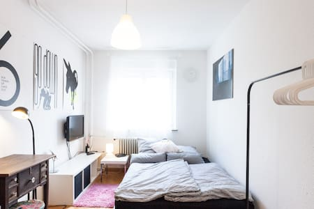 Nice Room for 2: Quiet, Clean, WiFi - Stuttgart - Apartment