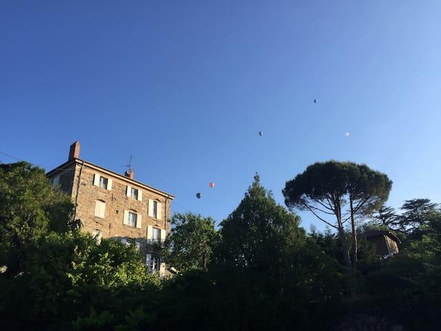 Villa Montgolfière - Chambres d'hôtes proches A7