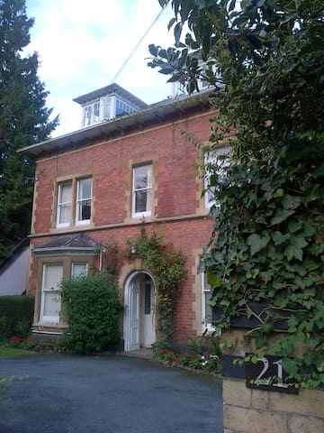 Elegant Apartment-Heart of Malvern - Malvern - Apartament