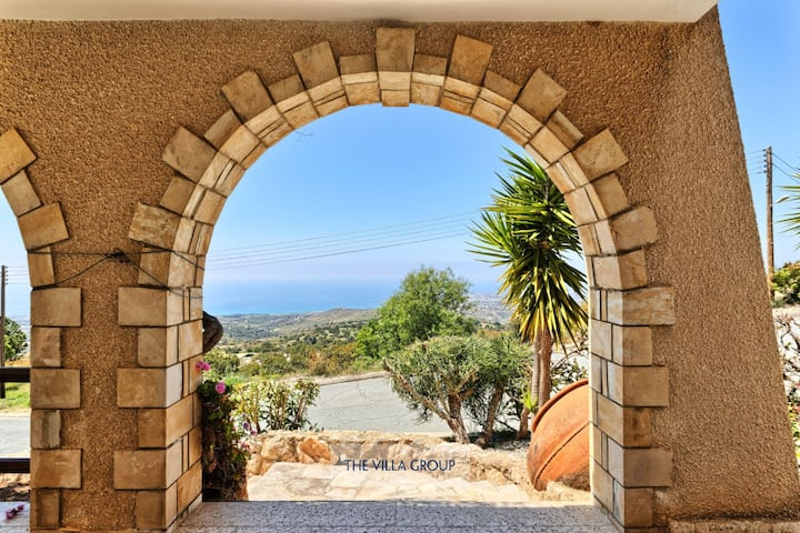 Bungalow in Kamares with views of Paphos coastline