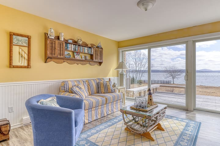 Oceanfront home with beautiful views, rocky beach & firepit - 2 dogs OK!