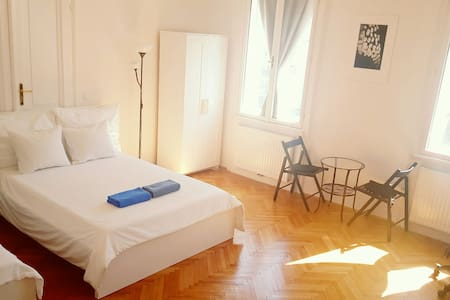 Twin room near City Center - Vienna - Pis