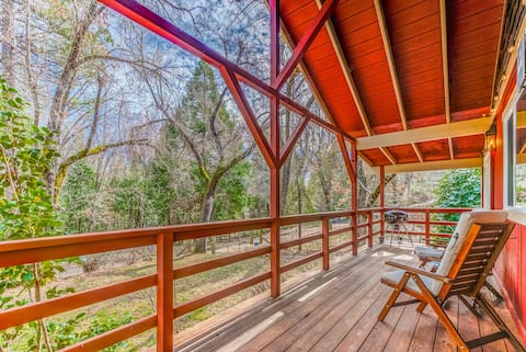 Modern Cozy Red Pine Cabin