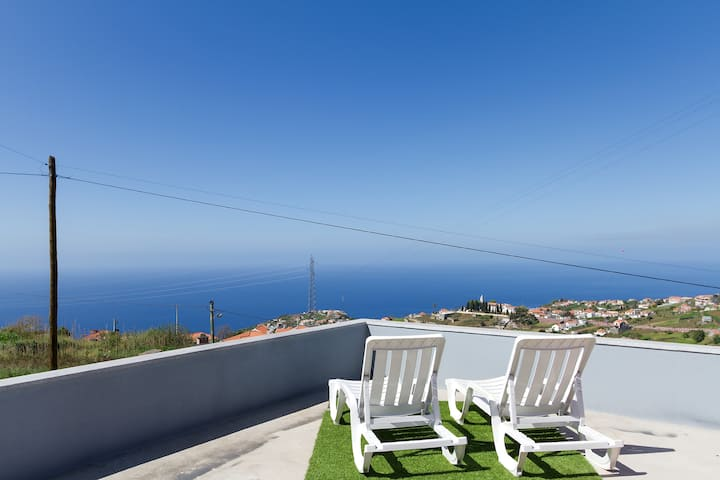 House with 2 bedrooms in Ponta do Sol, with wonderful sea view, furnished terrace and WiFi - 5 km from the beach
