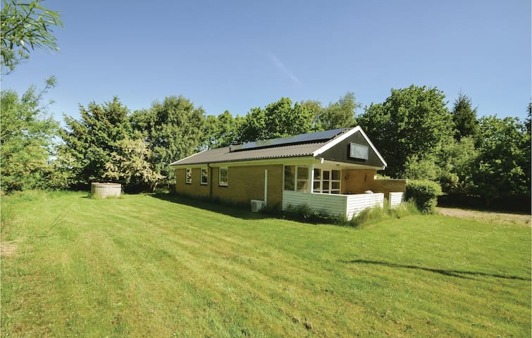 Holiday cottage with 3 bedrooms on 82m² in Øster Assels