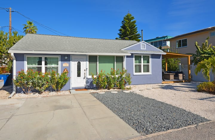 Cozy beach cottage-completely remodeled in 2020