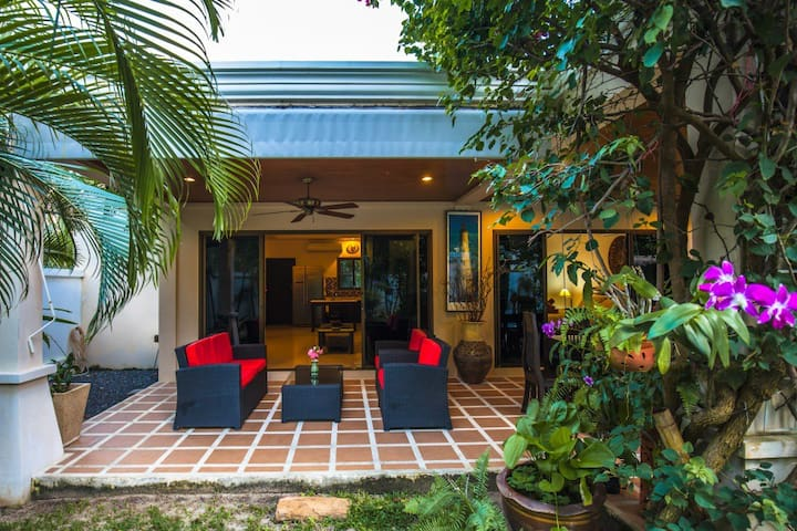 Cozy and Versatile  Villa with your own Pool