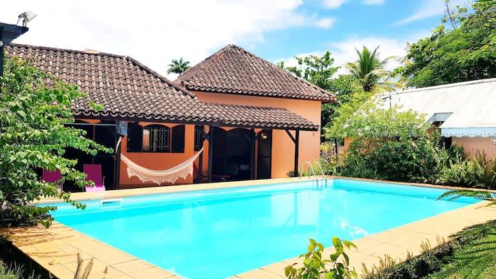 Villa exotique confort,piscine privée, plage 300 m