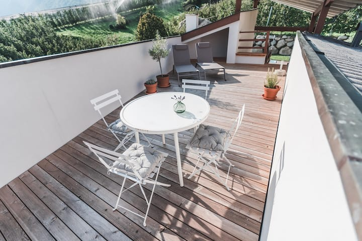 WANDA Apartment 2 with Wi-Fi, Balcony & Community Pool; Parking Available