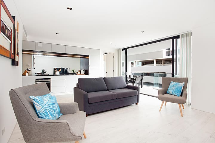Sleek modern apartment in the heart of Manly