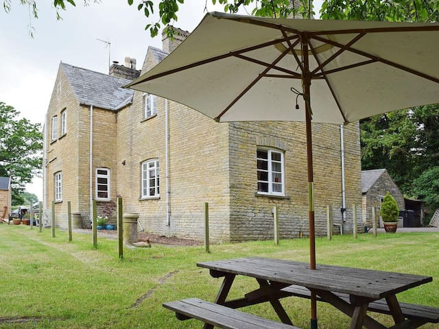 Rest and be Thankful, near Stamford - Wansford - Casa