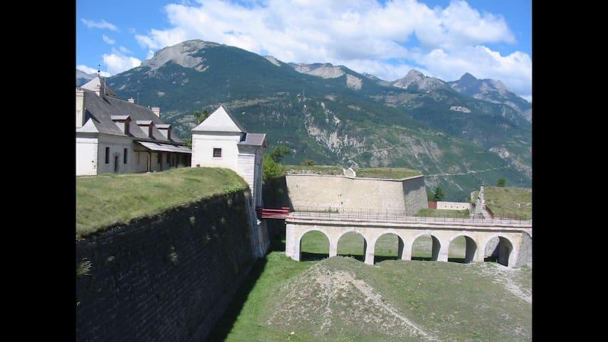 App indépendant , montdauphin fort ( vars risoul )