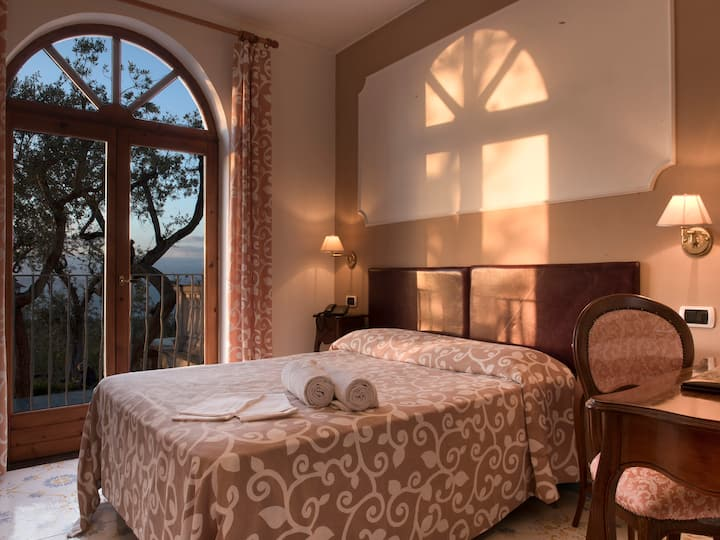 Single Room Gorgeous view over Bay of Sorrento
