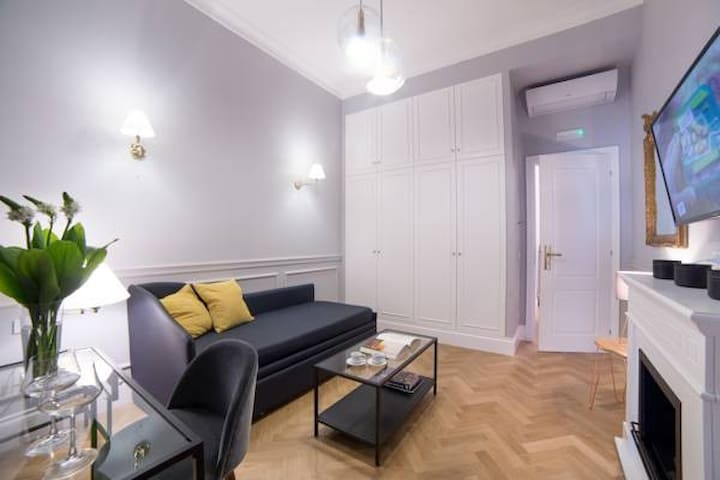 Sweet Apartment at the Spanish Steps
