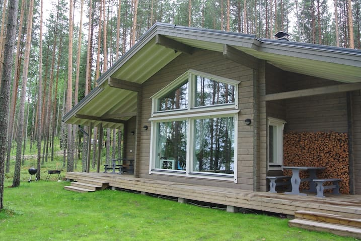 Honka wooden house with lakeshore sauna