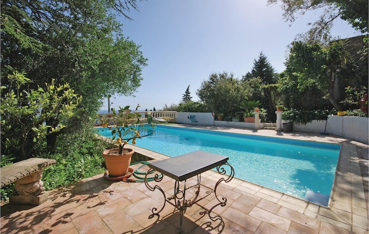 Beautiful home in Sainte Maxime with WiFi and 2 Bedrooms