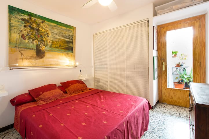 central,  room with private bathroom and terrace