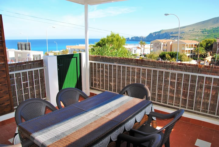Air-Conditioned Apartment with Seaview, Terrace & Wi-Fi; Parking Available, Pets Allowed