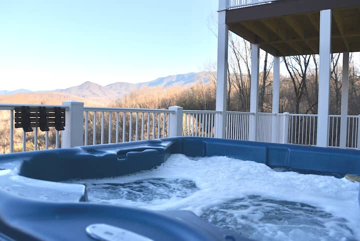 Location!!! 11 beds!!! Best Views in the Smokies!!