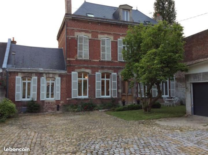 Grande propriété bourgeoise avec jardin parking