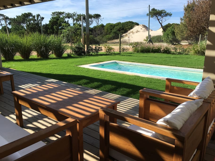 Casa frente a la playa el pinar chalets for rent in for Playa ciudad jardin