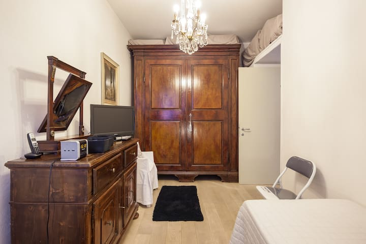 Only for ladies luxury historical house room - Mantova - Rumah