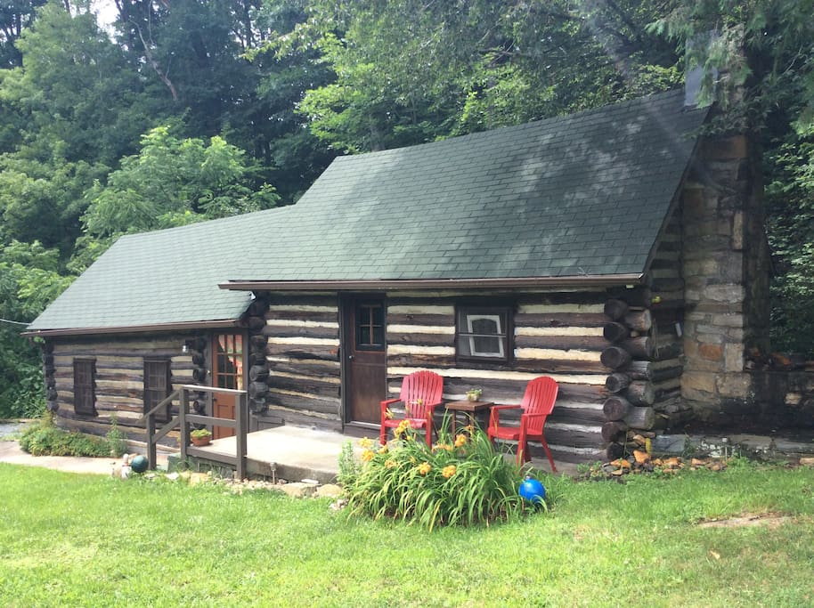 Creek side cabin downtown boone cottages for rent in for Airbnb cabins california