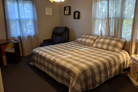 "Cozy KING SIZE BED - "" home away from home"" room"