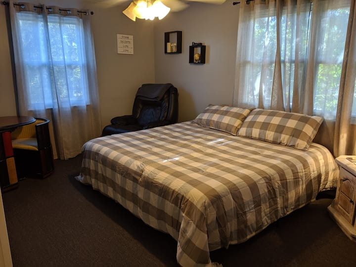 """Cozy King Bed- """" Home Away From Home"""""""
