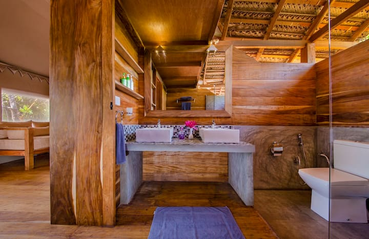 Jungle Beach Camp - Deluxe Glamping Bungalow