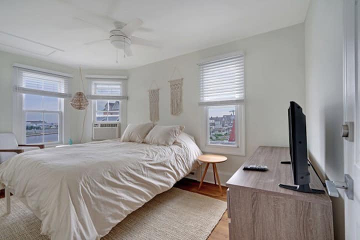 The Melrose- 3A, Private Bed & Bath
