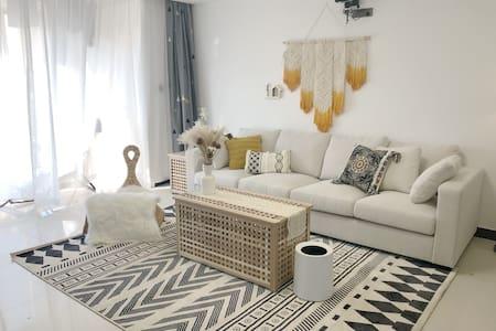Easy home_近机场 旅游车站 新华街 国龙医院  巨幕投影 超舒适【三居室】摩洛哥风格公寓