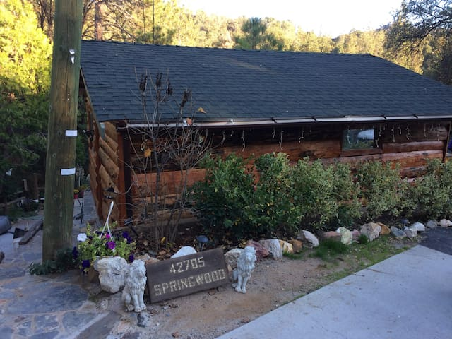 Yosemite Stop Over Quaint Cottage on Creek Pets OK