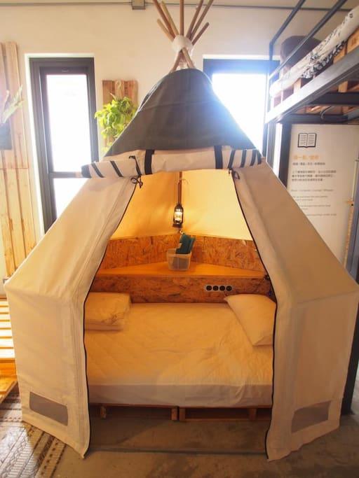 個人帳棚內有一切睡眠所需的設備 Well equipment inside the tent