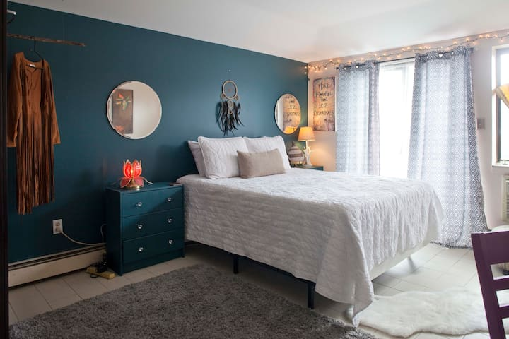 Gorgeous Room with private Balcony Garden - Queens