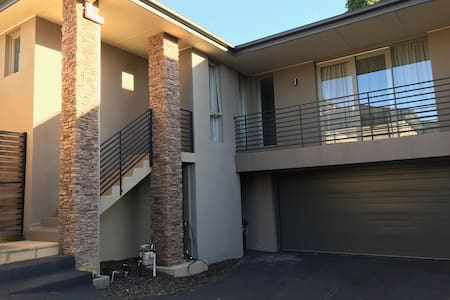Beautiful, classy, bright and stylish 3 bed house. - Balwyn - Rumah