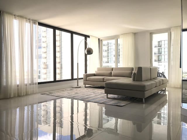 Amazing Edgewater Condo Apartment