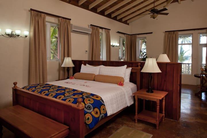 Oceanfront Suite Rosalie Bay Resort - Rosalie